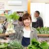 野菜を持った女性