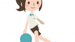 ボーリングをする女性