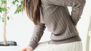 腰痛の女性イメージ