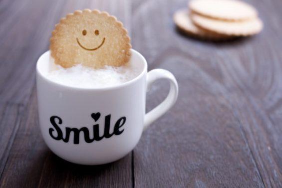 楽しいカフェのカップ(Smile)
