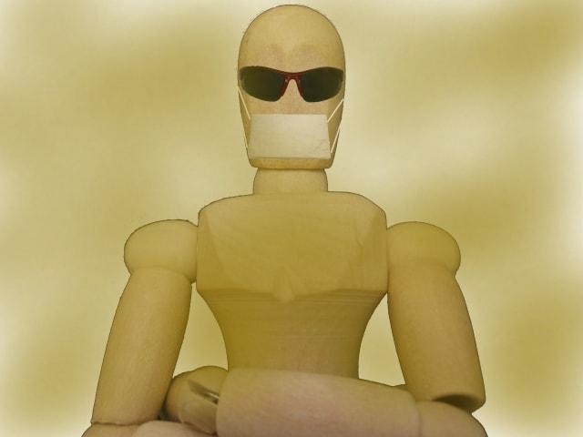 マスクをする人形イメージ