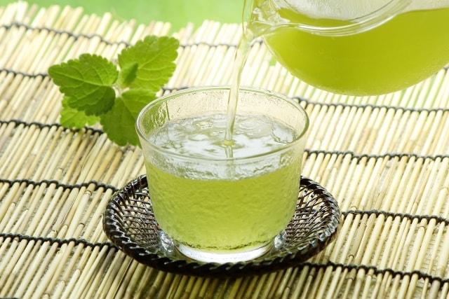冷たい緑茶のイメージ