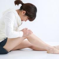 関節痛が辛い女性