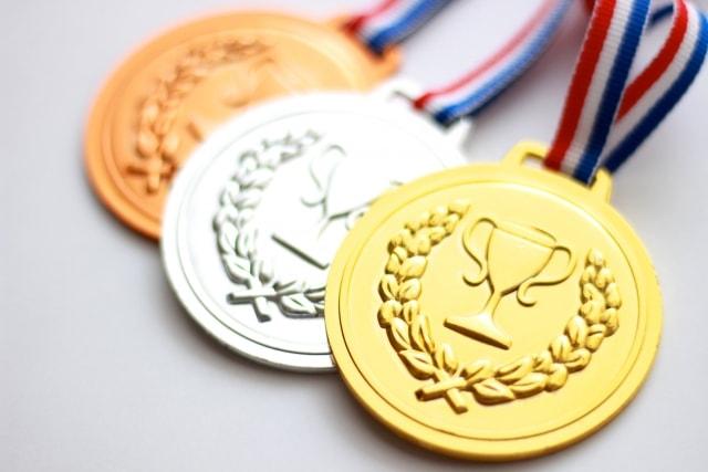 三つのメダル