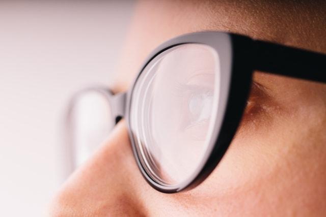 眼鏡をした女性